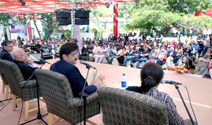 کراچی: وزیراعلیٰ سندھ سید مراد علی شاہ مقامی ہوٹل میں میڈیا سے گفتگو کررہے ہیں