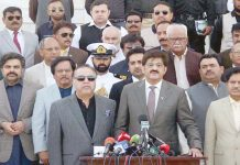 کراچی: وزیراعلیٰ سندھ مراد علی شاہ،گورنر سندھ عمران اسماعیل ودیگر مزار قائدپر حاضری کے بعد میڈیا سے گفتگو کررہے ہیں
