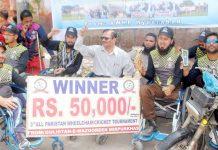 حیدرآباد: آل پاکستان وہیل چیئرکرکٹ ٹورنامنٹ کی فاتح ٹیم پریس کلب کے سامنے خوشی کا اظہار کرتے ہوئے
