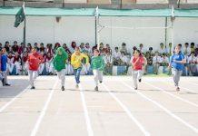 حیدرآباد: مقامی اسکول میں منعقدہ اسپورٹس ڈے کے موقع پر طالبات دوڑ ایونٹ میں شریک ہیں