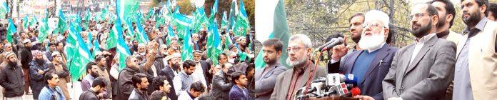 لاہور:سیکرٹری جنرل جماعت اسلامی پاکستان لیاقت بلوچ پریس کلب کے باہر جماعت اسلامی لاہور کے تحت تحفظ پاکستان مارچ سے خطاب کررہے ہیں