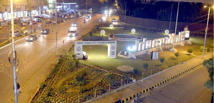 بلدیہ شرقی کی جانب سے پی ایس ایل کے حوالے سے بیوٹیفیکیشن کے بعد اسٹیڈیم روڈ تکون پارک کا ایک خوبصورت منظر