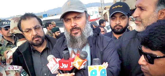 قلعہ عبداللہ: وزیراعلیٰ بلوچستان جام کمال خان میڈیا سے گفتگو کررہے ہیں