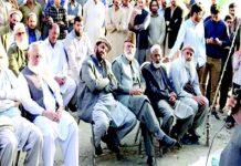 راولپنڈی، امیر جماعت اسلامی پنجاب ڈاکٹرطارق سلیم رابطہ عوام مہم کے سلسلے میں منعقدہ اجتماع سے خطاب کررہے ہیں