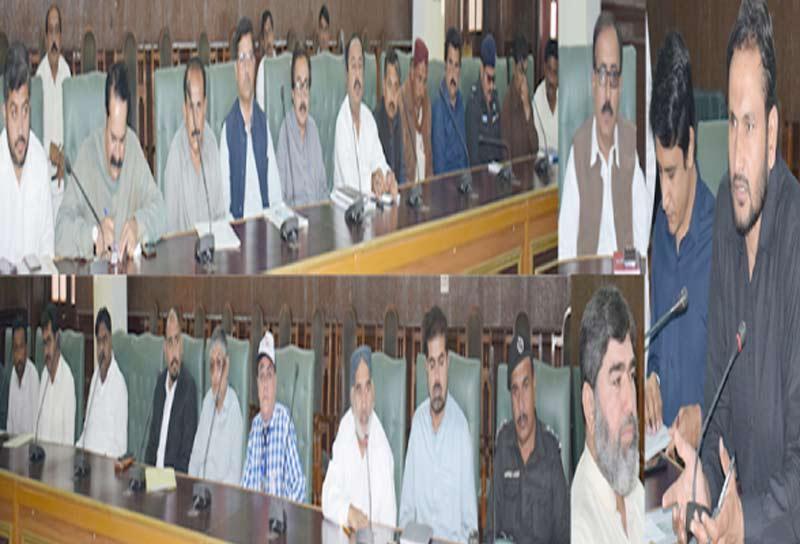 حیدرآباد ،عدالتی حکم کے تحت پبلک مقامات سے بل بورڈز اتارے جارہے ہیں