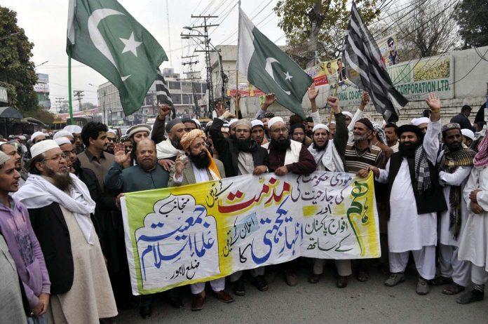 لاہور،جمعیت علما اسلام کے تحت بھارت کے خلاف احتجاج کیا جارہا ہے