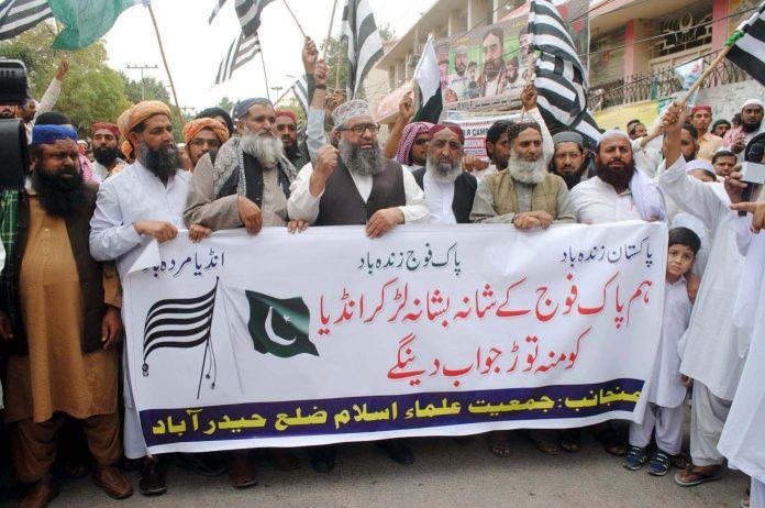 حیدرآباد،جمعیت علما اسلام کے تحت بھارتی جارحیت کے خلاف پریس کلب کے سامنے احتجاج کیا جارہا ہے
