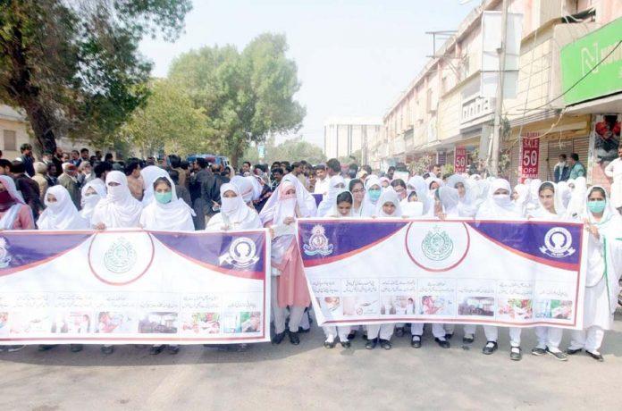 حیدر آباد: پاکستان پیڈیاٹیرک ایسوسی ایشن کے تحت پریس کلب پر ریلی نکالی جارہی ہے
