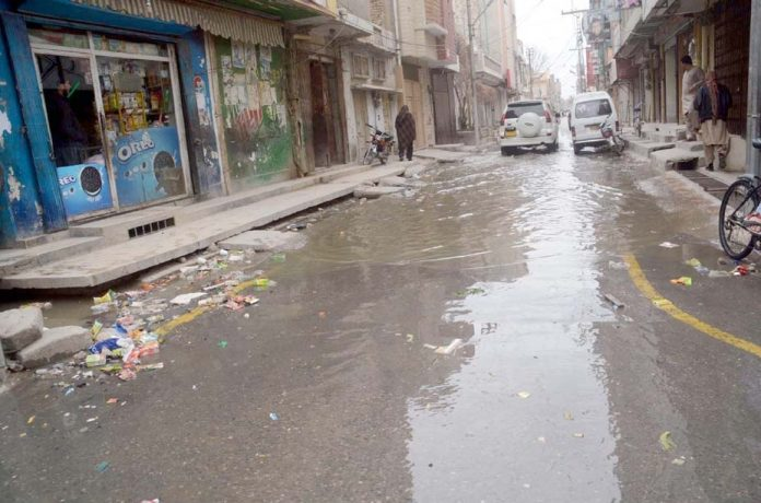کوئٹہ ،آچار روڈ پر جمع سیوریج کا پانی مقامی انتظامیہ کی کارکردگی کا پول کھول رہا ہے
