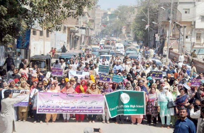 حیدرآباد،گورنمنٹ سیکنڈری ٹیچرز ایسوسی ایشن کے تحت مطالبات کی عدم منظوری کیخلاف احتجاج کیا جارہا ہے