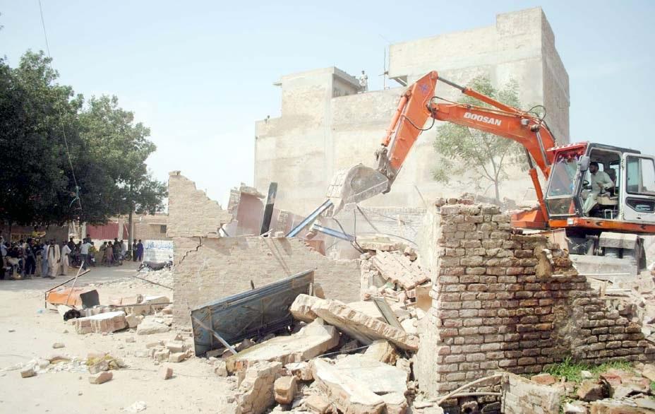 حیدرآباد،انسداد تجاوزات کاعملہ قاسم آباد کے علاقے میں آپریشن کررہا ہے
