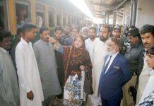 حیدرآباد،پی ٹی آئی کی رکن قومی اسمبلی نزہت پٹھان ریلوے اسٹیشن کا دورہ کررہی ہیں