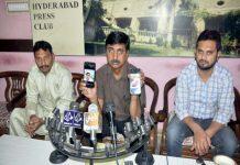 حیدرآباد،قاسم آباد کا رہائشی پریس کلب کے میں پریس کانفرنس کررہاہے
