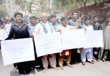 حیدر آباد: سول سوسائٹی کے تحت مطالبات منظور نہ ہونے کیخلاف پریس کلب پر احتجاج کیا جارہا ہے
