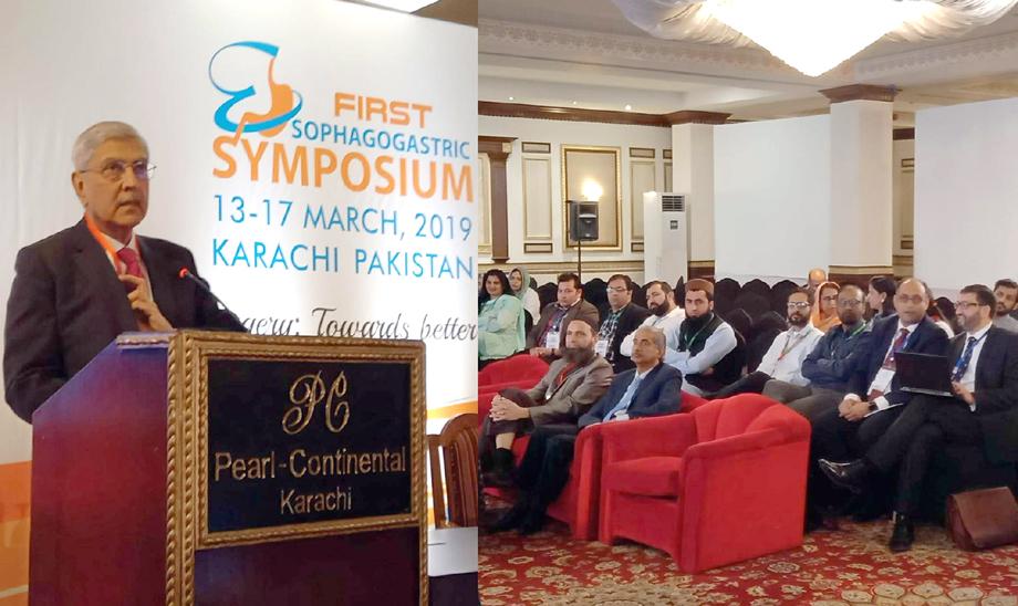 ڈاؤ یونیورسٹی کے وائس چانسلر محمد سعید قریشی منعقدہ تقریب سے خطاب کر رہے ہیں