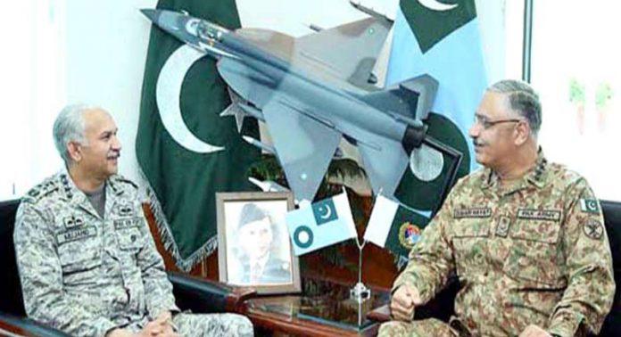 اسلام آباد:چیئرمین جوائنٹ چیفس آف اسٹاف کمیٹی جنرل زبیر محمود حیات اورپاک فضائیہ کے سربراہ مجاہد انور سے ملاقات کررہے ہیں