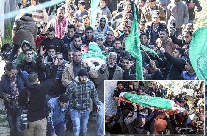 غزہ: اسرائیلی فوج کی فائرنگ سے شہید ہونے والے سیف الدین ابوزید کو آخری آرام گاہ لے جایا جارہا ہے