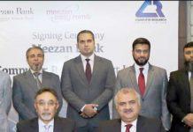 ڈپٹی چیف ایگزیکٹوآفیسرمیزان بینک عارف الاسلام اورسی ای او کمپیوٹر ریسرچ خالد جمیل شمسی معاہدے پر دستخط کررہے ہیں