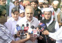 امیر جماعت اسلامی کراچی حافظ نعیم الرحمن مولانا تقی عثمانی پر قاتلانہ حملے کے بعد اسپتال کے باہر میڈیا سے گفتگو کررہے ہیں
