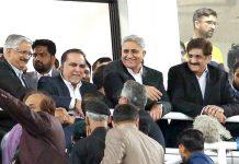 کراچی:آرمی چیف جنرل قمر جاویدباجوہ،گورنر عمران اسماعیل اور وزیراعلیٰ سندھ مراد علی شاہ پی ایس ایل فائنل میچ دیکھنے کیلیے اسٹیڈیم میں موجود ہیں