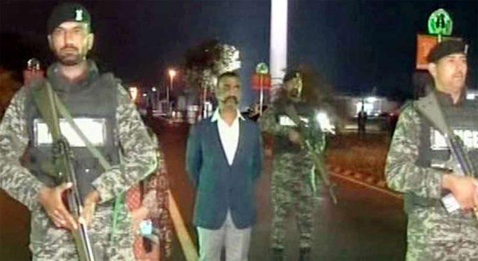 لاہور:پاکستان میں گرفتار بھارتی پائلٹ ابھی نندن کوواہگہ بارڈر پر بھارتی حکام کے حوالے کیا جارہا ہے