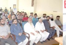 جامعہ کراچی: پانی کے عالمی دن کے سلسلے میں الخدمت کے سیمینار سے ڈائریکٹر کلین واٹر پروجیکٹ قاضی سید صدرالدین خطاب کر رہے ہیں