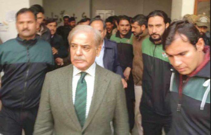 لاہور: مسلم لیگ ن کے سربراہ شہباز شریف آشیانہ ہاؤسنگ کیس میں پیشی کے لیے آرہے ہیں