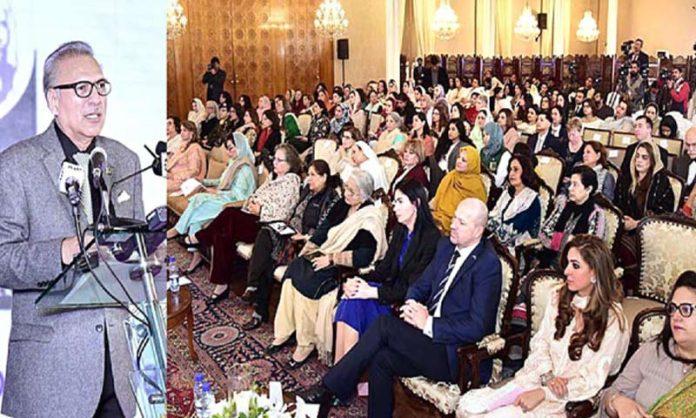 اسلام آباد: صدر عارف علوی عالمی یوم خواتین کے موقع پر سیمینار سے خطاب کررہے ہیں