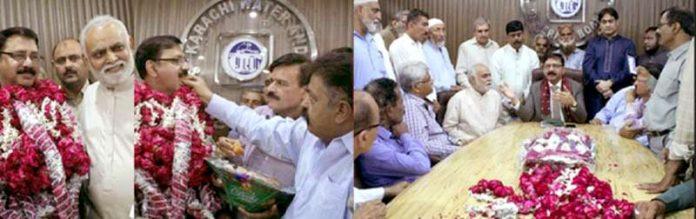 پیپلز لیبر یونین واٹر بورڈ کے رہنما ایم ڈی واٹر بورڈ اسداللہ خان کو تقرر پر مبارکباد دے رہے ہیں