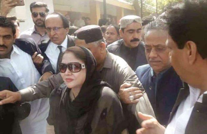 کراچی: پیپلزپارٹی کی مرکزی رہنما فریال تالپور پیشی کے لیے بینکنگ عدالت آرہی ہیں