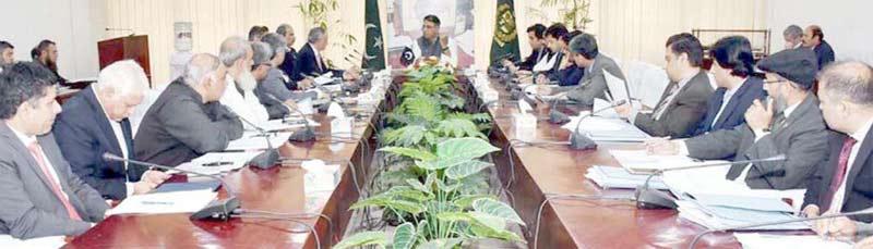 اسلام آباد: وفاقی وزیر خزانہ اسد عمر اقتصادی رابطہ کمیٹی کے اجلاس سے خطاب کررہے ہیں