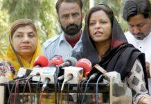 پیپلز پارٹی کی رہنما نفیسہ شاہ سندھ اسمبلی کے اجلاس کے بعد میڈیا سے گفتگو کر رہی ہیں