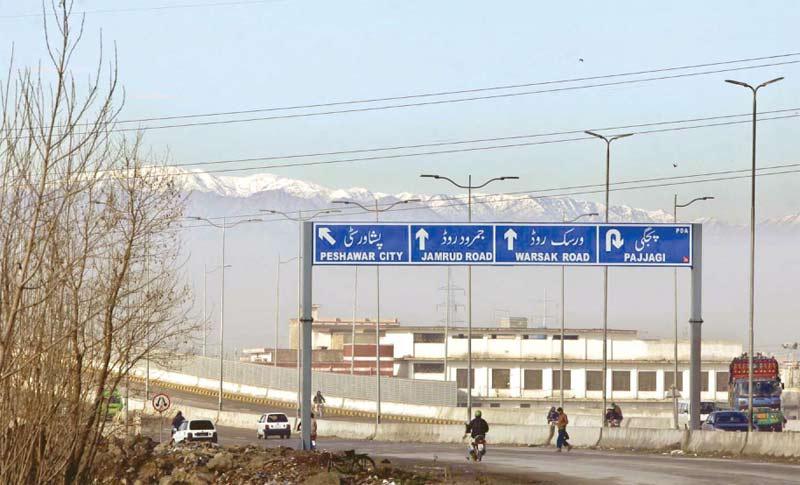 پشاور: برفباری کے بعد پہاڑوں پر سفیدی چڑھی ہوئی ہے
