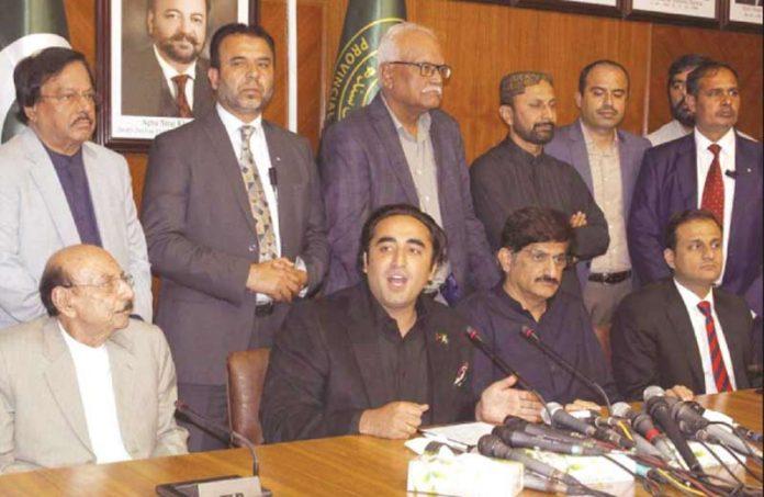 کراچی: سندھ اسمبلی کمیٹی رو م میں پاکستان پیپلزپارٹی کے چیئرمین بلاول پریس کانفرنس کررہے ہیں