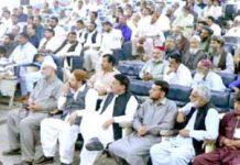 لاہور،نائب امیر جماعت اسلامی پاکستان ڈاکٹر فرید پراچہ منصورہ میں نیشنل لیبر فیڈریشن اور ریلوے پریم یونین کی تربیت گاہ کے شرکا سے خطاب کررہے ہیں