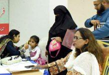 آرٹس کونسل میں خصوصی بچے کی سماعت کا فری میڈیکل چیک اپ ڈاکٹر شگفتہ کر رہی ہیں