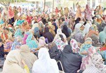 لاہور: لیڈی ہیلتھ ورکرز نے اپنے مطالبات کے حق میں مال روڈ پر دھرنا دے رکھا ہے