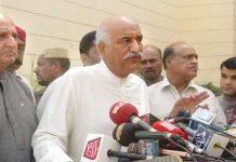 کراچی: پیپلز پارٹی کے رہنما خورشید شاہ میڈیا سے گفتگو کررہے ہیں