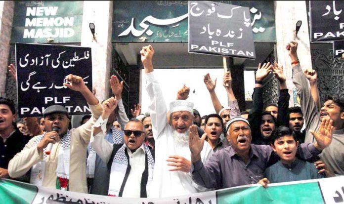 کراچی:فلسطین فاؤنڈیشن کے تحت بھارتی دراندازی کیخلاف احتجاج کیا جارہاہے ، محمد حسین محنتی، محفوظ یارخان ودیگر بھی شریک ہیں