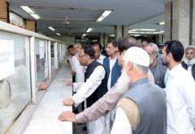 ڈائریکٹر جنرل ادارہ ترقیات منصور عباس رضوی سول سینٹر کا دورہ کر رہے ہیں