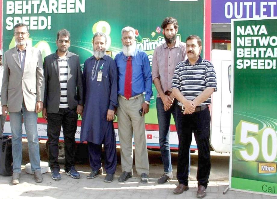 کراچی کی جوہر ایکس چینج ایکس چینجز کو اپ گریڈ کرنے کے موقع پر لیا گیا گروپ فوٹو