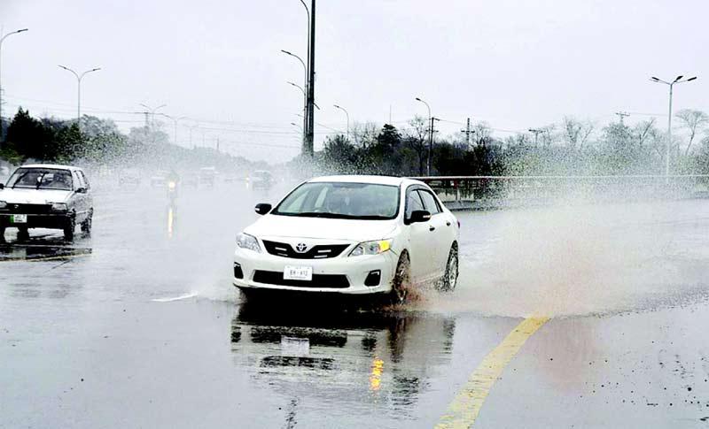اسلام آباد: بارش کے باعث جمع ہونے والے پانی سے کارگزرہی ہے