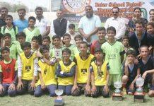 انٹراسکول گرلز اینڈ بوائز انڈر14فٹسال ٹورنامنٹ کی فاتح ٹیموں کا گروپ فوٹو