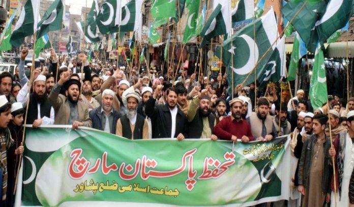 جماعت اسلامی ضلع پشاور کے زیراہتمام تحفظ پاکستان مارچ کی قیادت امیر جماعت اسلامی ضلع پشاور عتیق الرحمن ،سابق وزیر حافظ حشمت خان کررہے ہیں