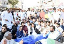لاڑکانہ :پیپلزپارٹی کے کارکنان اسلام آباد میں جیالوں کی گرفتاری کیخلاف احتجاج کررہے ہیں