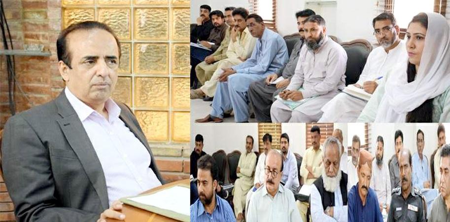 بدین: ڈپٹی کمشنرڈاکٹر حفیظ احمد سیال انسداد پولیو کمیٹی کے اجلاس کی صدارت کررہے ہیں