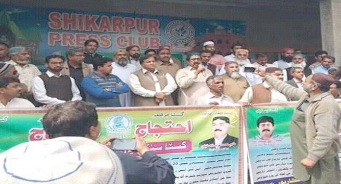 شکارپور، گسٹا کی جانب سے نکالی گئی احتجاجی ریلی سے سید راشد شاہ خطاب کررہے ہیں