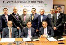 ایگزیکٹیو ڈائریکٹر سونیری بینک امین فیراستہ اور سی ای اوTPL انشورنس محمد امین الدّین کا معاہدے کے موقع پر گروپ