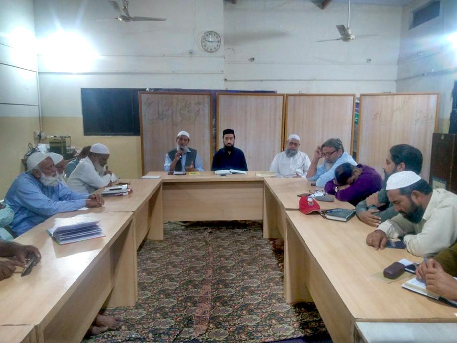 جماعت اسلامی ضلع کورنگی کے امیر عبدالجمیل خان ضلعی ذمے داران کے اجلاس سے خطاب کر رہے ہیں
