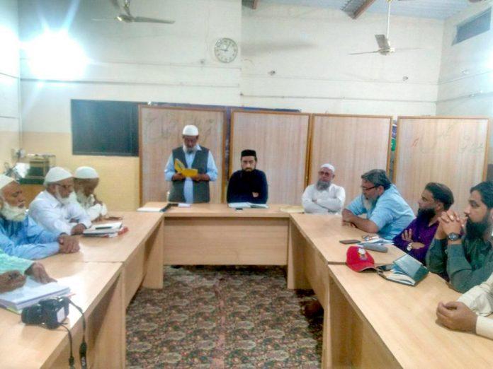 جماعت اسلامی ضلع کورنگی کے نومنتخب امیر عبدالجمیل خان اپنے عہدے کا حلف اٹھا رہے ہیں